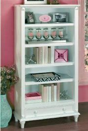 Arranging And Decorating a Bookshelf